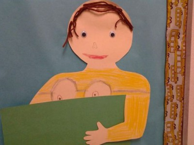 Сын моего друга нарисовал автопортрет. У него была футболка с миньоном