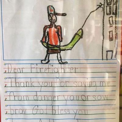 Благодарственное письмо пожарному. На рисунке он за работой